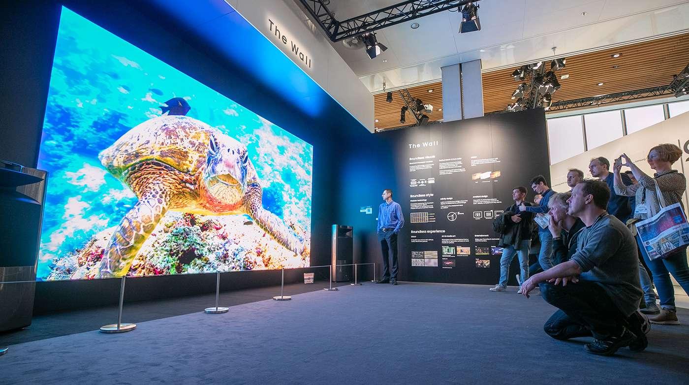 سامسونگ تلویزیون 292 اینچی سری The Wall خود را با وضوح 8K تولید میکند