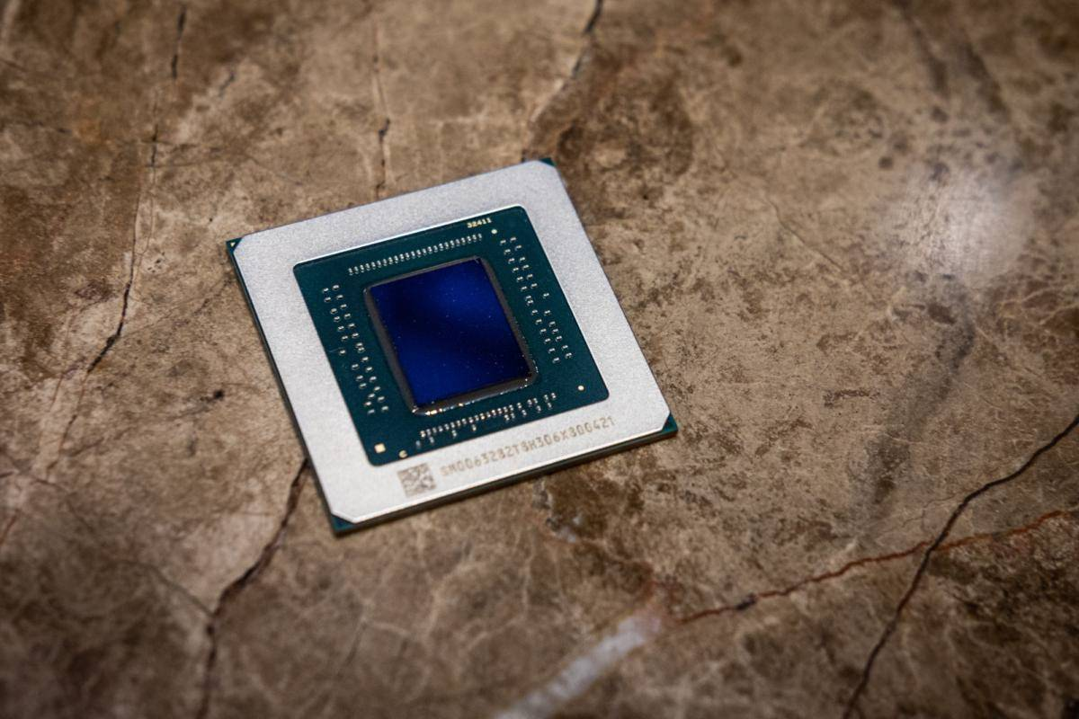 بهکارگیری تراشه گرافیکی 7 نانومتری Navi 12 در سری Radeon RX 5800